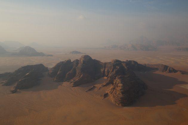 Paisaje de Wadi Rum visto desde un globo
