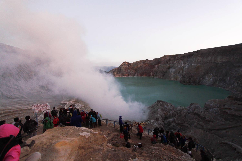 Lago turquesa del volcán Ijen