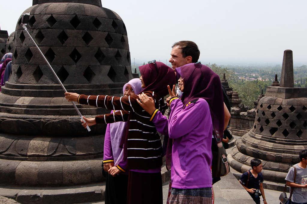 Colegialas que me pidieron hacerme un selfie con ellas en Borobudur (Indonesia)