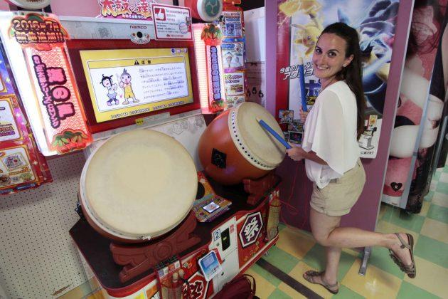 Videojuego de tambores en una Taito Station (Tokio, Japón)